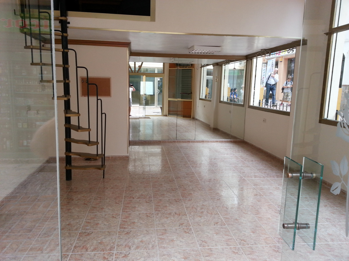 FREEHOLD - Shop for sale in Arroyo de la Miel, San Juan commercial centre. Two levels: ground floor-, Spain