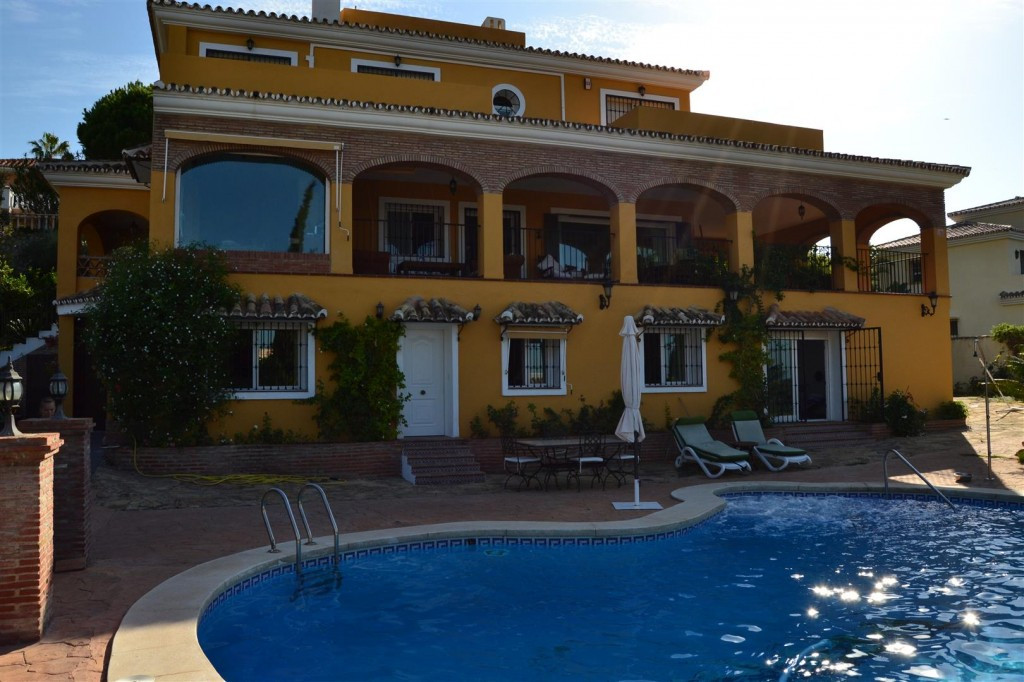 Beautiful detached villa close to everything with beautiful seaview AND an independent apartment!  T, Spain