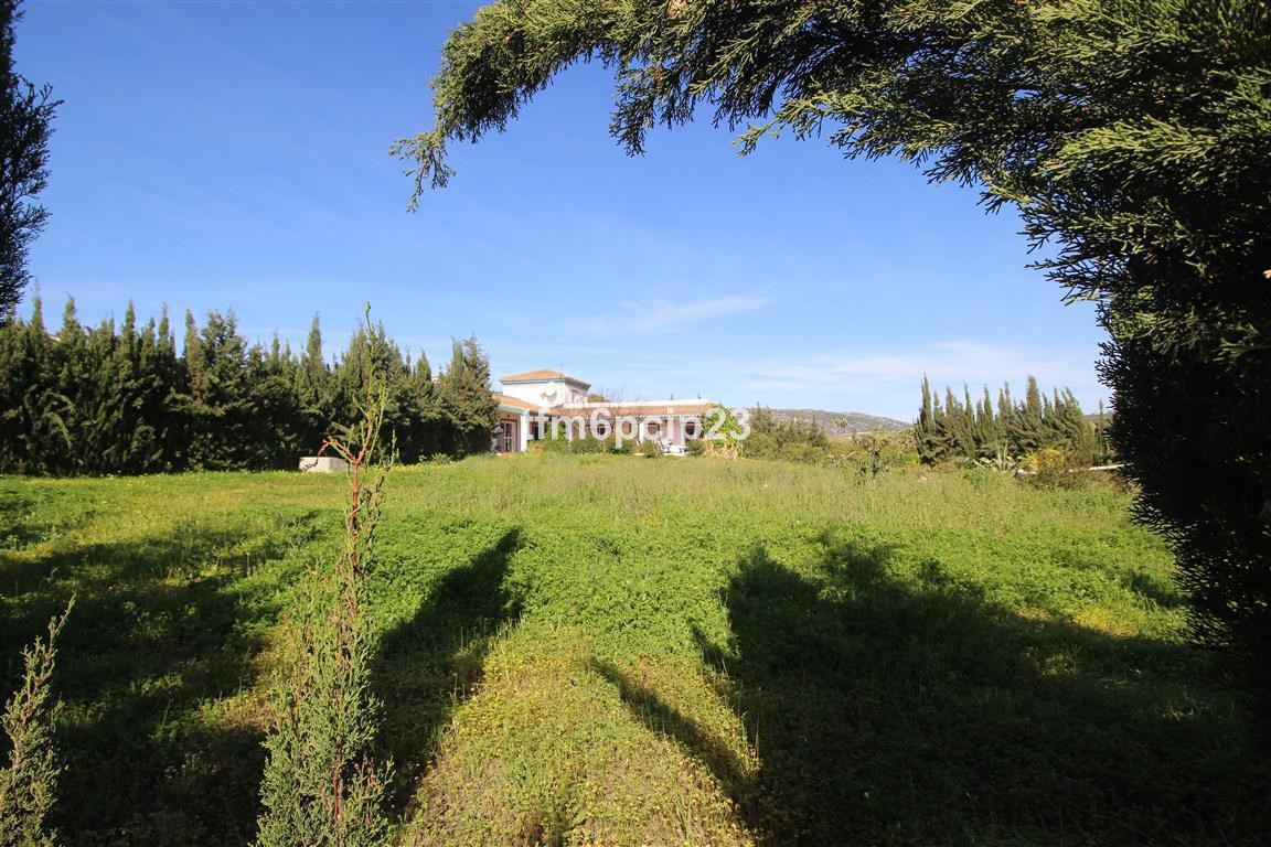 CAMINO DE LOS BANOS 12.300sqm LAND WITH COUNTRY HOUSE MANILVA  * Rare opportunity to have such a lar, Spain