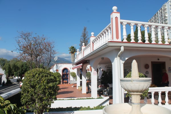 Great opportunity!!Detached villa located in the heart of Nueva Andalucia with views of the sea and Spain