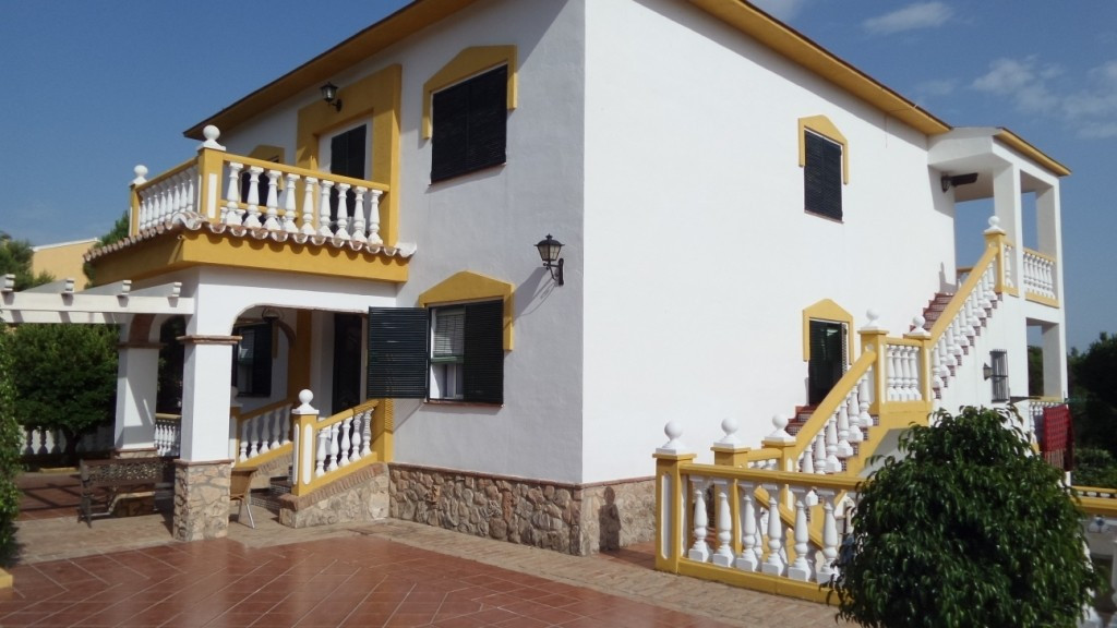 FOR SALE a  very spacious villa on 1400 m2 of fenced plot, consists of three floors, basement floor ,Spain