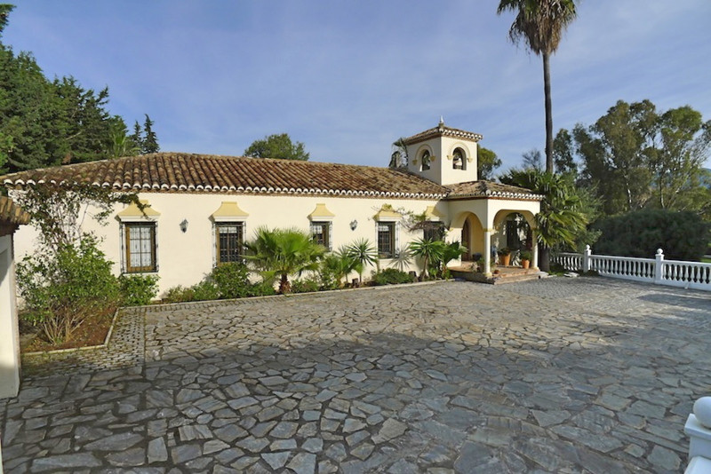 ***REDUCED PRICE*** Beautiful, hacienda-style detached villa, built on one level in typical Andaluci, Spain