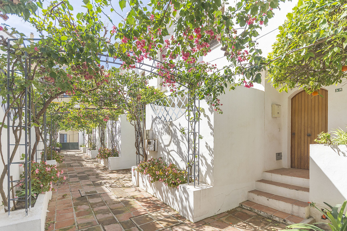 Lovely townhouse in Benalmadena Costa, next to the sea,  Playa de los Maites. It consists of three f,Spain