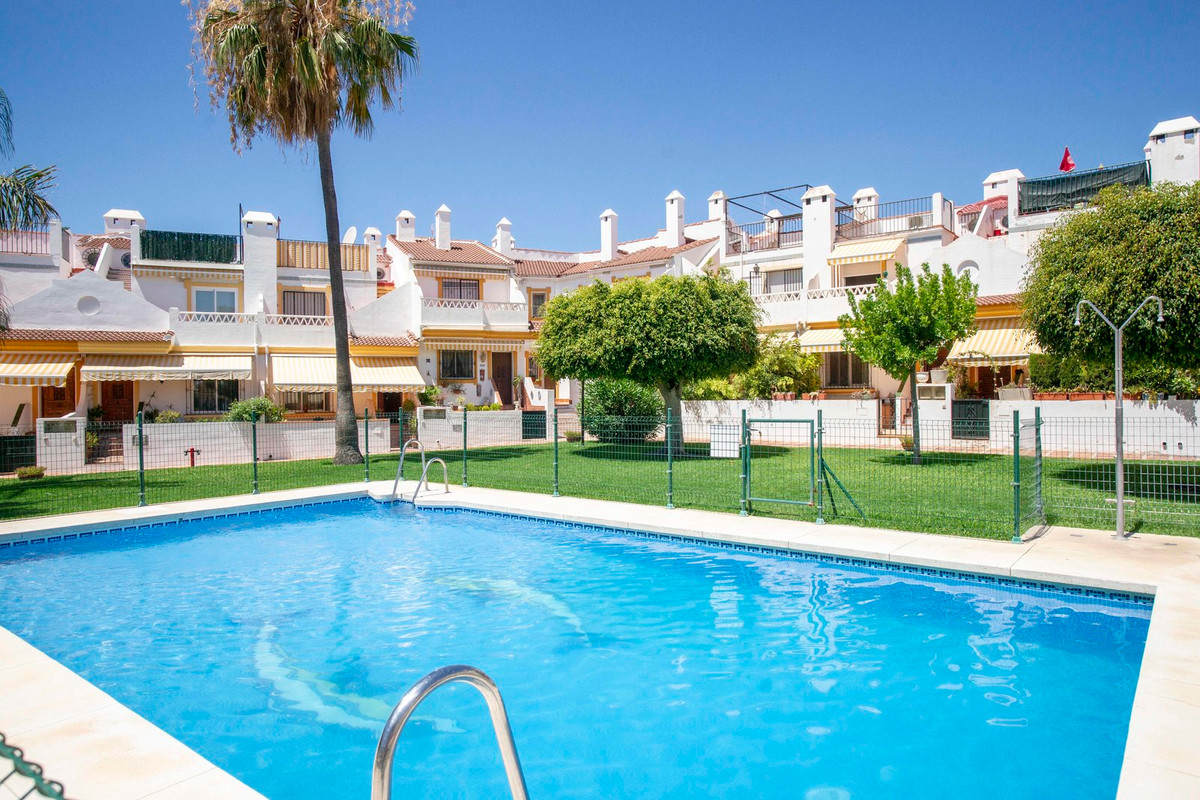Excellent townhouse located in a private complex in Torremolinos. Only minutes walking from the fant,Spain