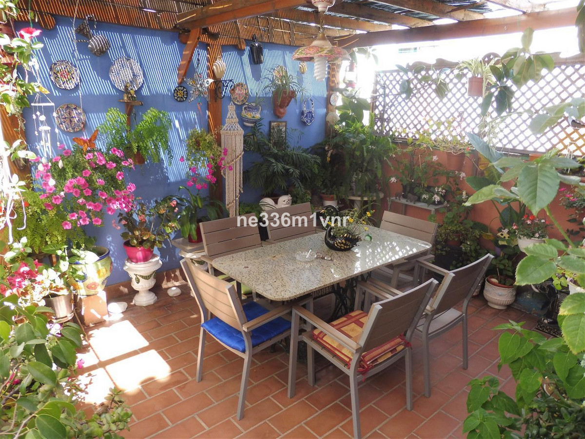 MAGNIFICENT TOWNHOUSE WITH 10 MINUTES WALKING FROM THE HISTORIC CENTER !!  The property has 220 m2, ,Spain