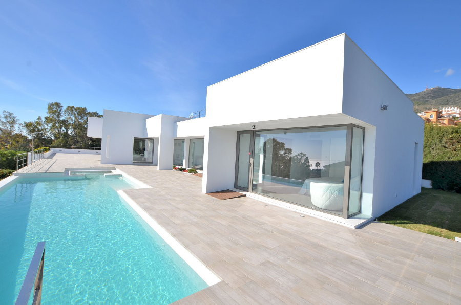 VILLA OF MINIMALIST STYLE IN EXCLUSIVE LOCATION! Ultra-contemporary, ONE LEVEL VILLA. Designed to be Spain