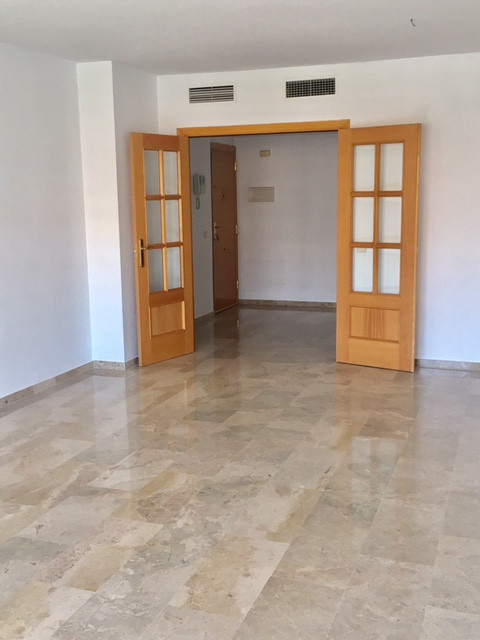 Excellent apartment very spacious and bright three bedrooms in urbanization located between the univ,Spain