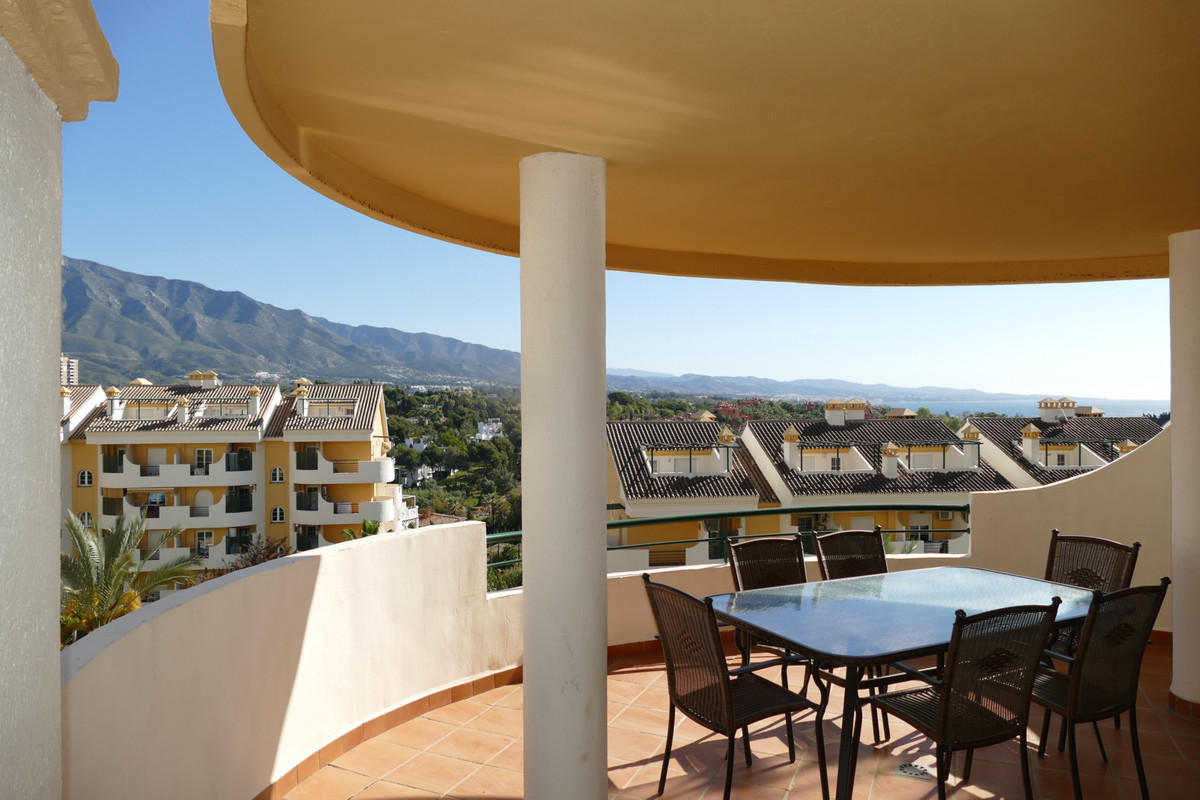 FANTASTIC 3 BEDROOMS DUPLEX APARTMENT with amazing sea and mountain views located in a complex consi, Spain