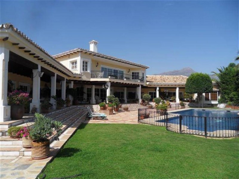This luxury mansion is situated near La Quinta Golf in a secure gated community with 24h security.  ,Spain