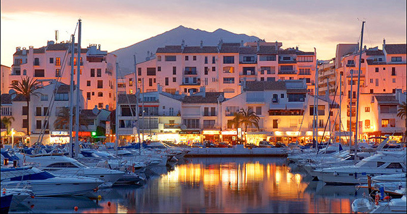 Fantastic South-East facing 2 bedroom luxury apartment in Puerto Banus Decorated and Renovated to th, Spain