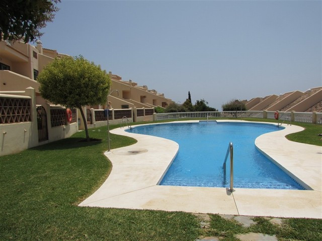 Beautiful and spacious three bedroom, three bathroom townhouse with private terrace and garden.  Loc,Spain
