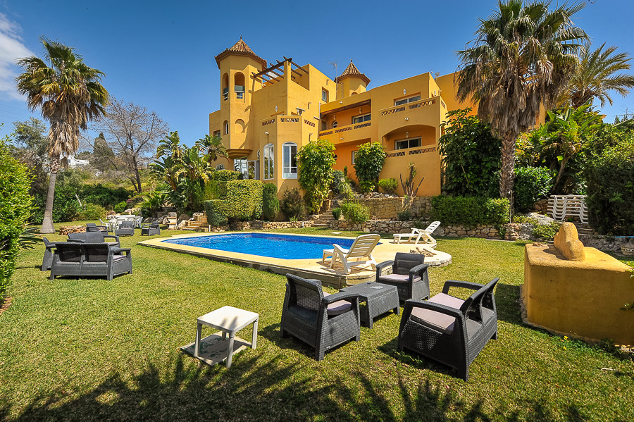 Originally listed for 2,349,000€ and recently reduced to 2,149,000€.  Unique property in the exclusi,Spain