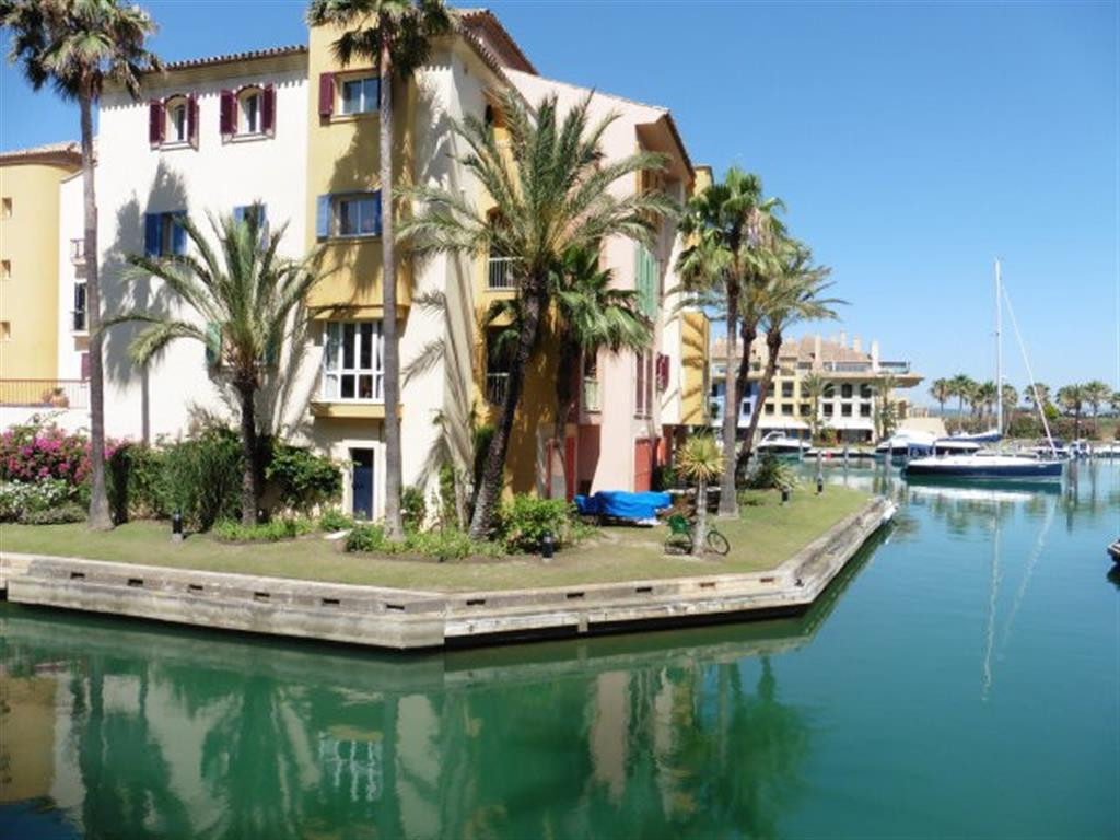 Nice Penthouse in the Port of Sotogrande next to the club of tennis the Octagon and Club Nautico.  I, Spain