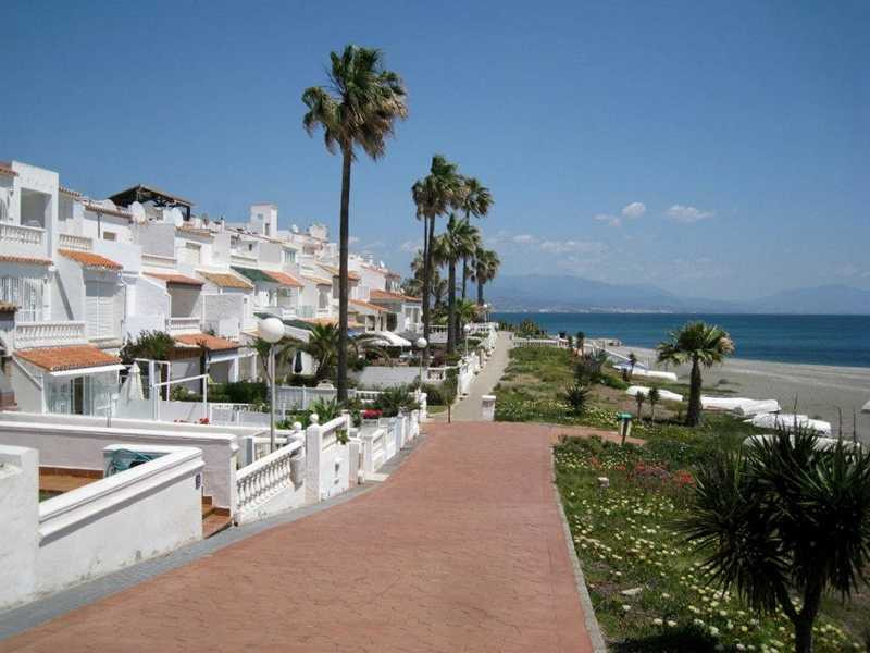 Fantastic 1st line beach townhouse with frontal sea views in Paraiso Playa- Manilva! The house is i,Spain