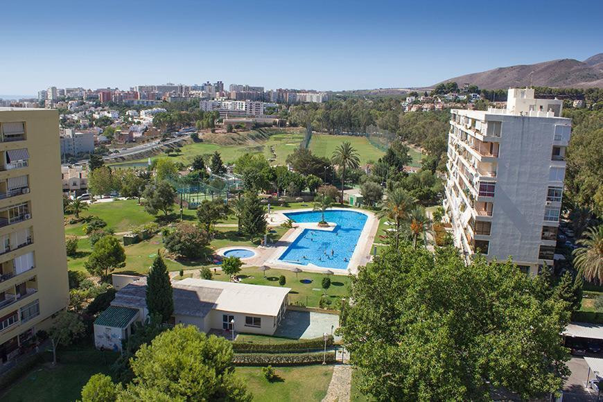 Great studio bedroom apartment, with great views. Completely renovated. In a complex with both shops,Spain