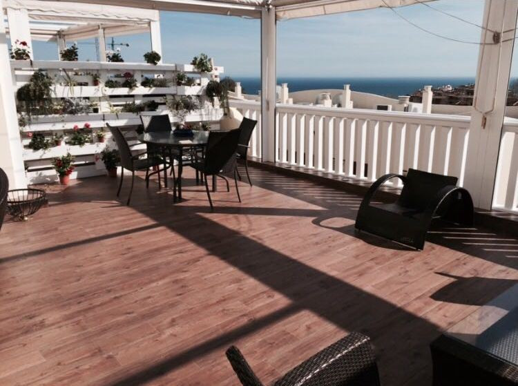 Beautiful townhouse for sale located in the area of ??Higueron, Benalmadena, excellent luxury urbani,Spain