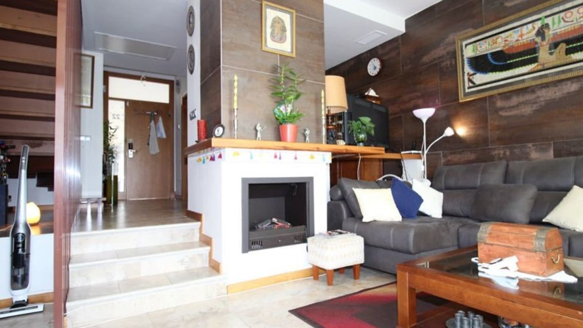 Wonderful Contemporary Townhouse on the New Golden Mile. It consists of 3 bedrooms and 2 bathrooms w, Spain