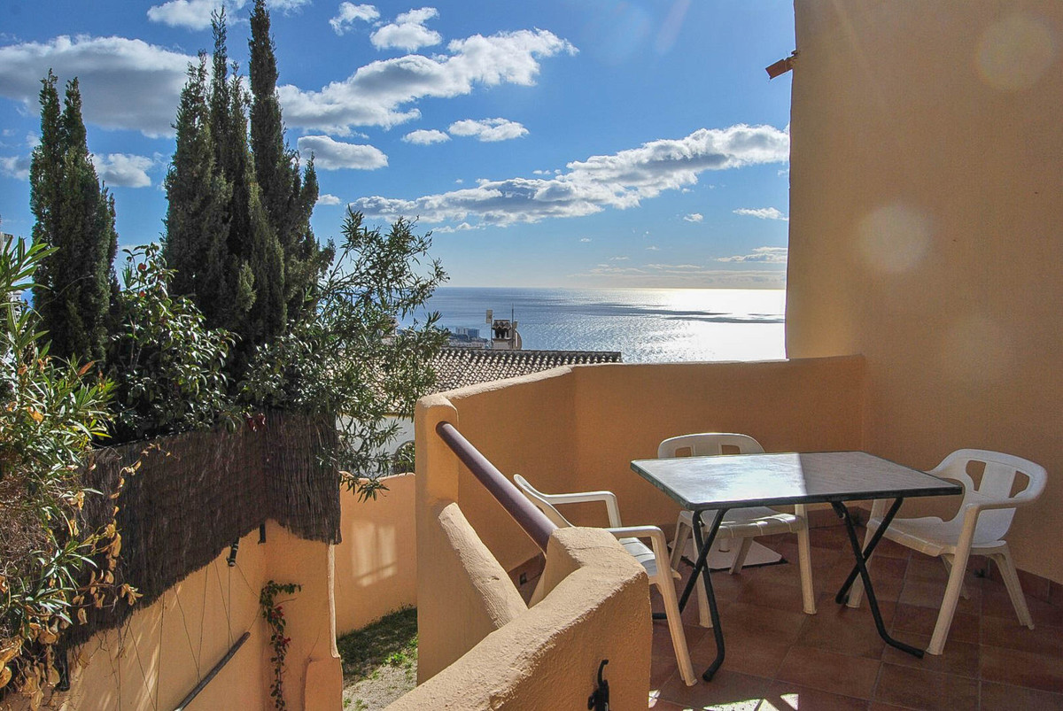 Very nice apartment with seaviews  Apartment with 2 bedrooms and 2 bathrooms, in very good condition, Spain