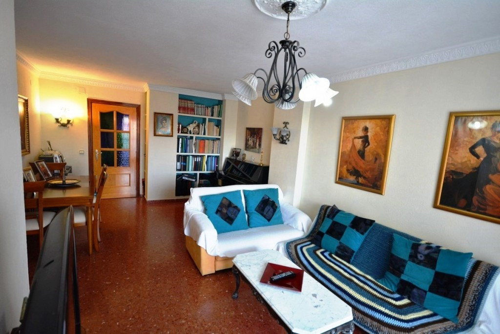 Bright apartment in Fuengirola close to schools, petrol stations, bars, shops and only 10 minutes wa,Spain