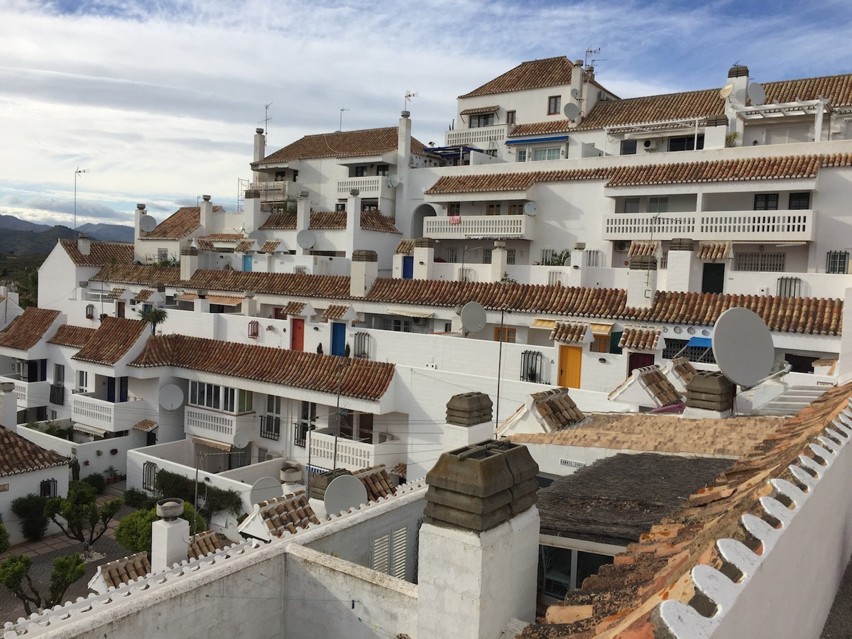 This townhouse studio is situated in Urb. Mijas Golf in good condition, left fully furnished, privat, Spain