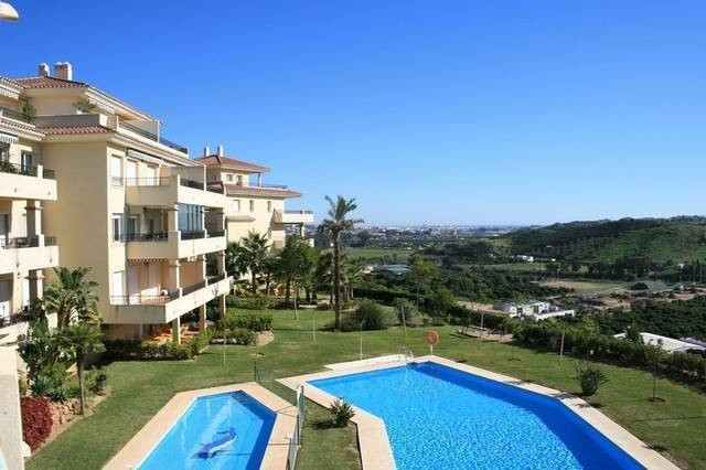 This very large and homely 3 bedroom corner apartment is in one of the best positions in La Cala Hil,Spain