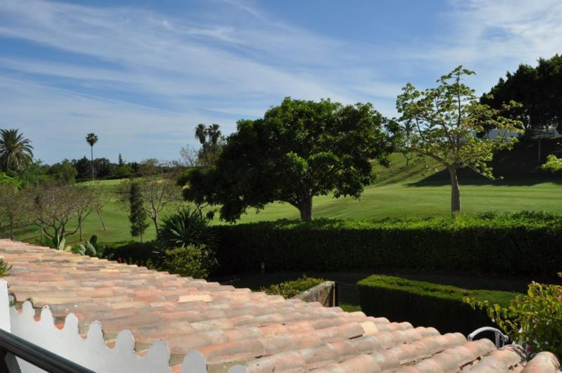 Nice and cosy 2 bedroom apartment located in a first line golf gated complex with communal gardens a,Spain