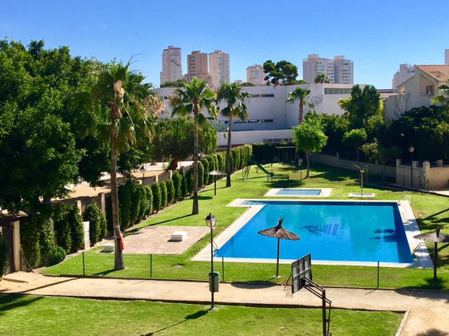 4 bedroom, linked villa in sought after location next to the french Lycee school and near Muchavista, Spain