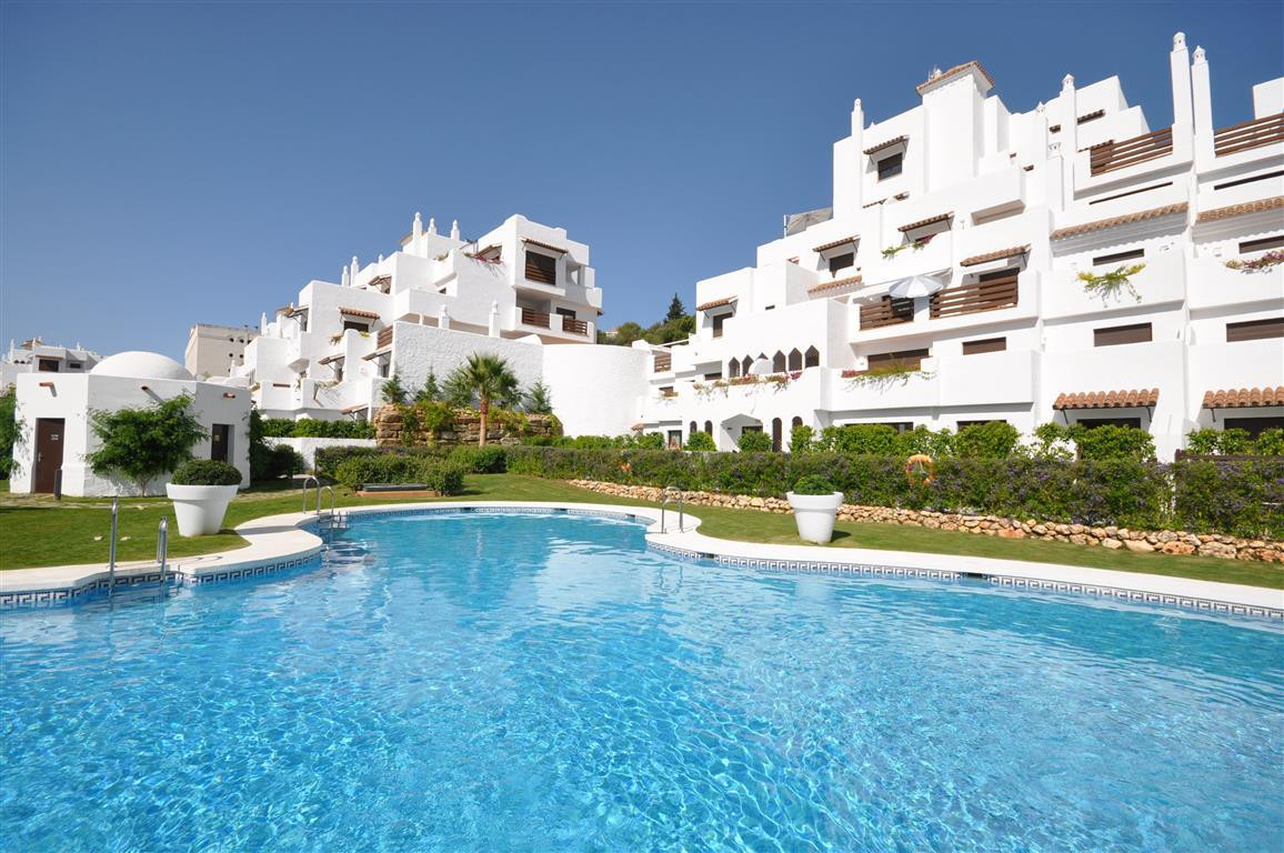 Beautiful brand new apartment with nice terrace, built and equipped using high quality materials. Lo,Spain