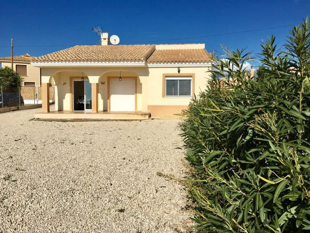 Pretty detached house located in Busot with lovely open views of the mountains and the sea.  This de,Spain