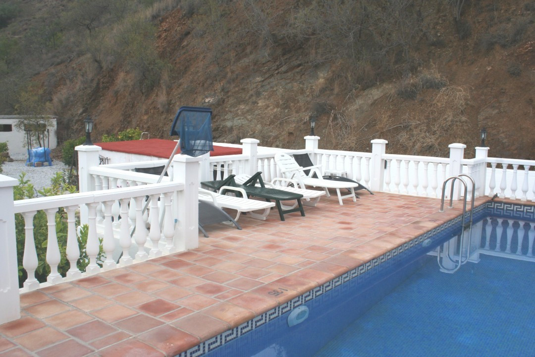This beautiful villa sits on a large plot of 23,243 meters. All the rooms are generous in size and g,Spain
