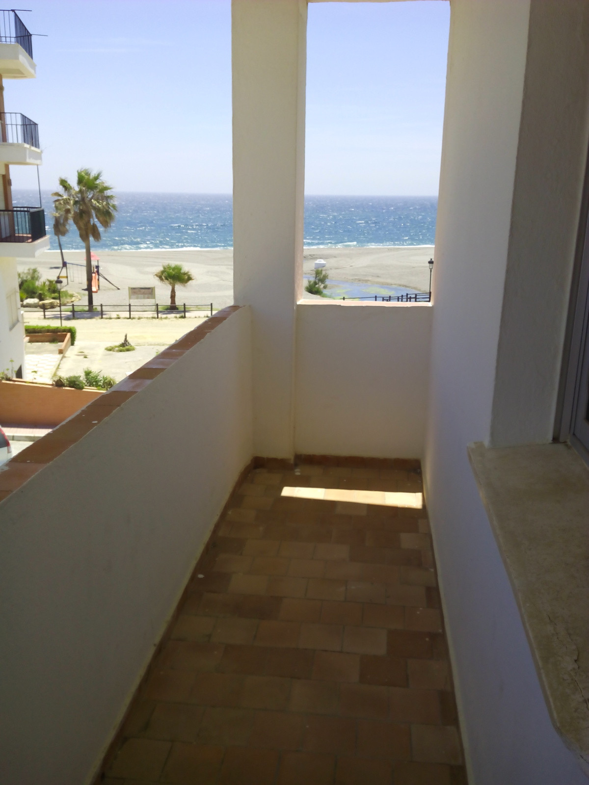 Magnificent apartment of 80 m² in first line of beach and corner next to Puerto de la Duquesa of 3 b, Spain