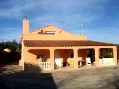 The price is 300.000 pounds   This imposing villa is reached by double gates. Leading to a driveway , Spain