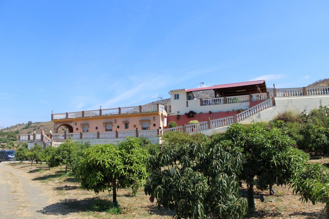 Big Finca in el Trapiche with panoramic mountain views, consists of a House of 200m 2 with a living/,Spain