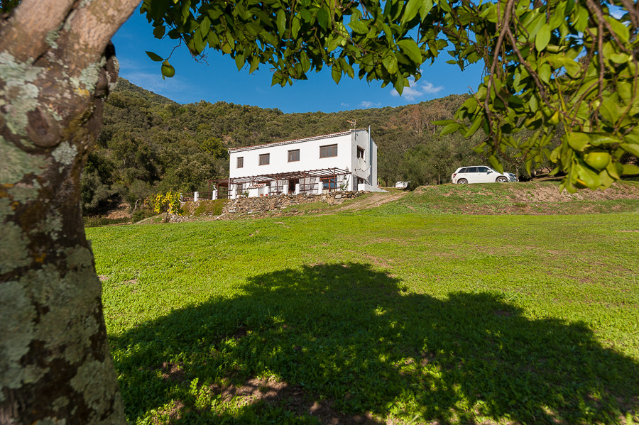 Stunning finca in the heart of the lush Genal Valley, close to Ronda town and the coast. This proper, Spain