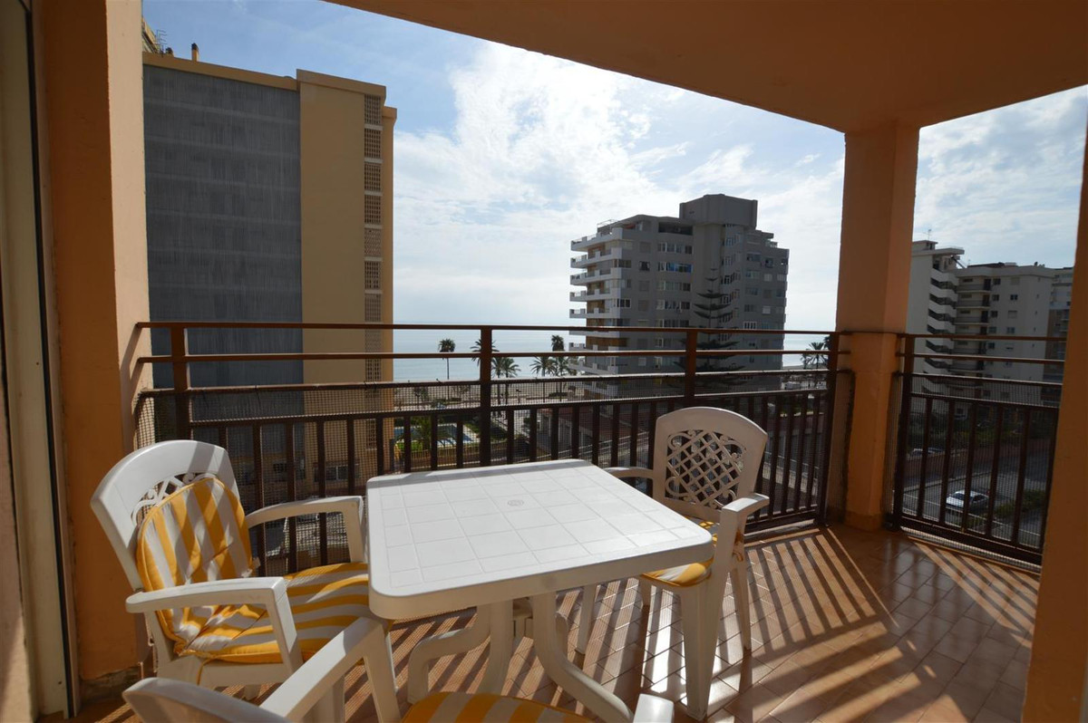 Great apartment located in the lower area of Torreblanca just a step from the beach. Spacious 3 bedr,Spain