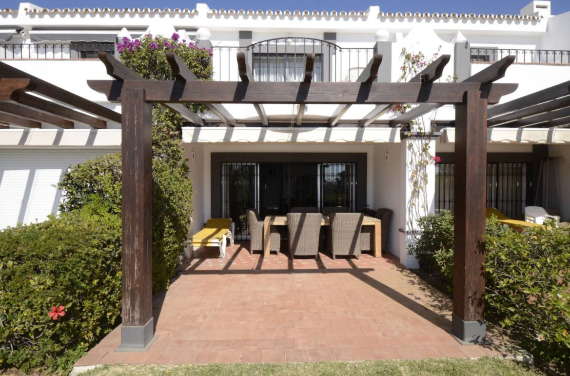 FRONTLINE GOLF TOWNHOUSE!!! Fantastic frontline golf townhouse for sale in Nueva Andalucia, Costa de,Spain