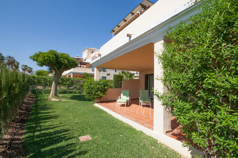 Beautiful 3 bedroom ground floor apartment with garden for private use. The apartment is offering 3 ,Spain