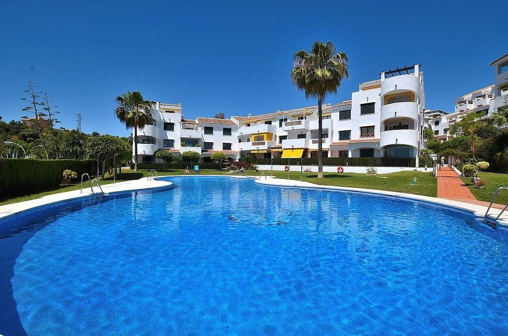 Beautiful 3 bedroom penthouse in andalusian style complex,2 bath,furnished,garaje,pool., Spain