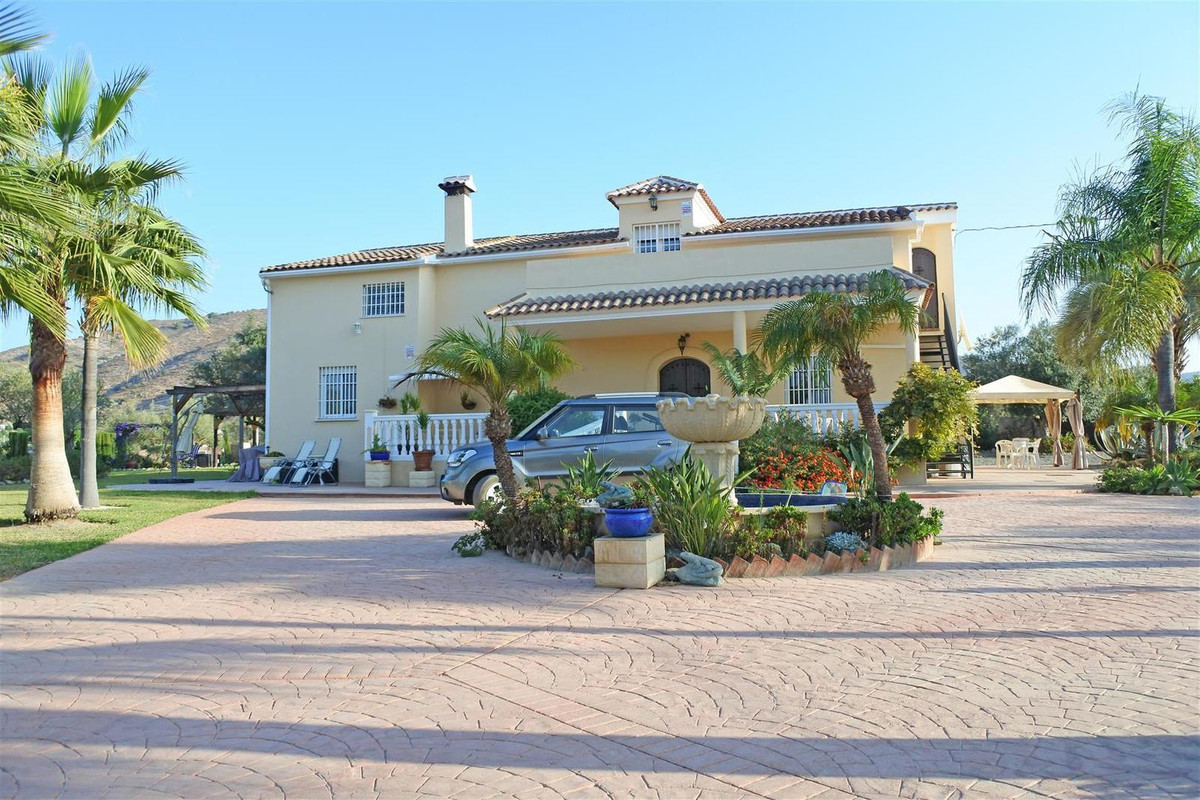 Finca - Cortijo, Alhaurin el Grande, Costa del Sol. 5 Bedrooms, 5 Bathrooms, Built 286 m², Terrace 2, Spain