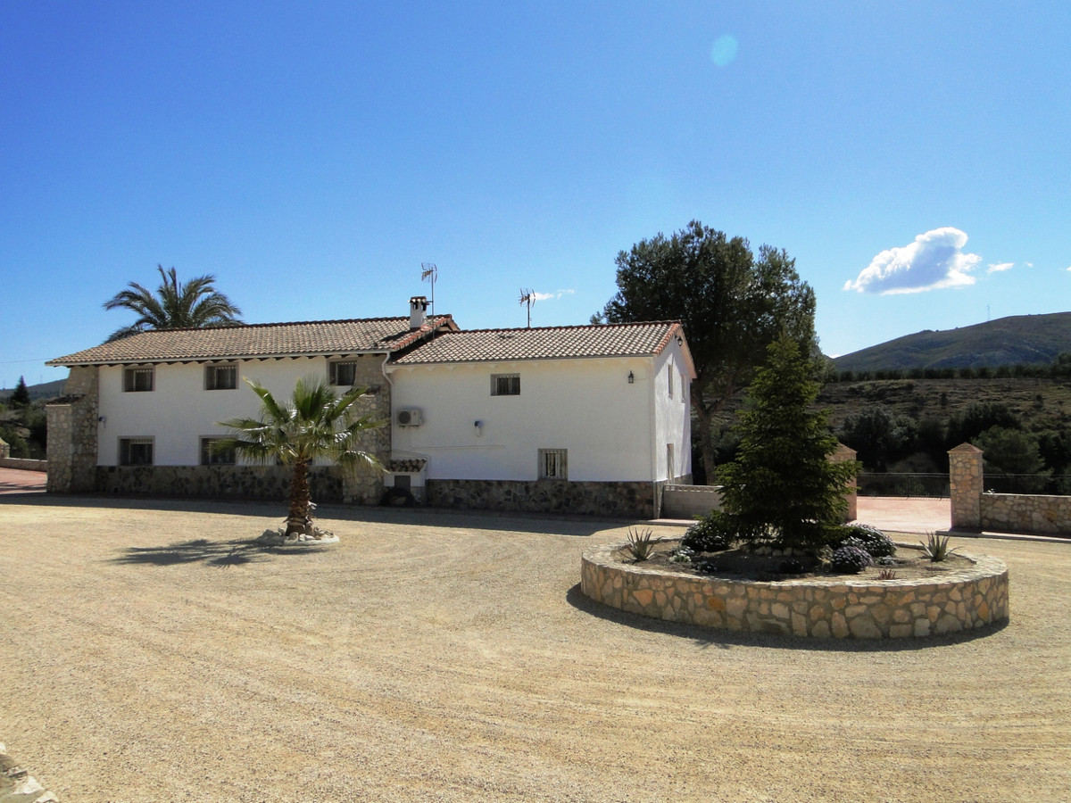 Large reformed villa of 350m2 on a plot of 6000m2  A fantastic property for the whole family. Large , Spain