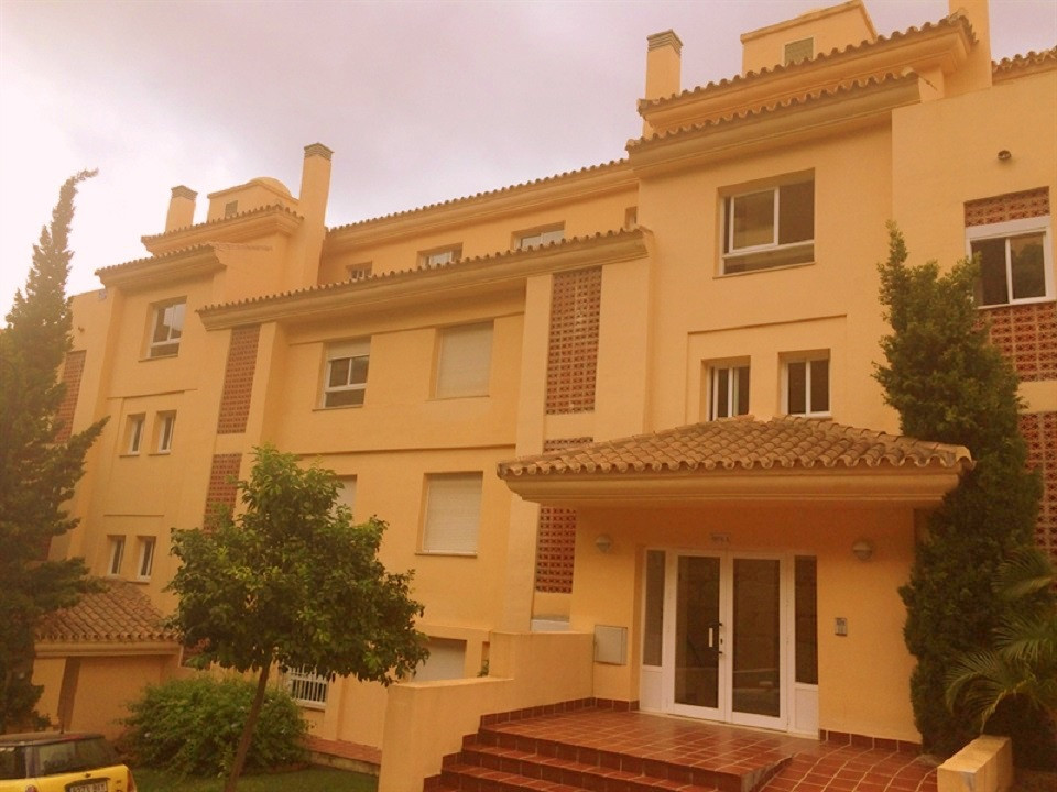 Spacious and bright apartment in the urbanization Princess Park, consists of 2 bedrooms, 2 bathrooms, Spain
