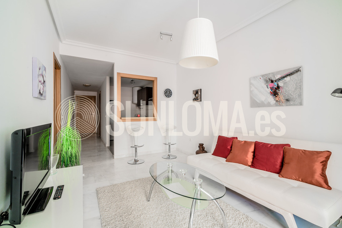 Nice one bedroom apartment on sale in Los Pacos, Fuengirola. Apartment has one bedroom, one bathroom, Spain