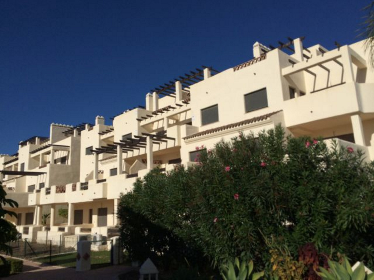 A nice middle floor apartment located in Selwo. One of the best places to enjoy the life in Family. Spain