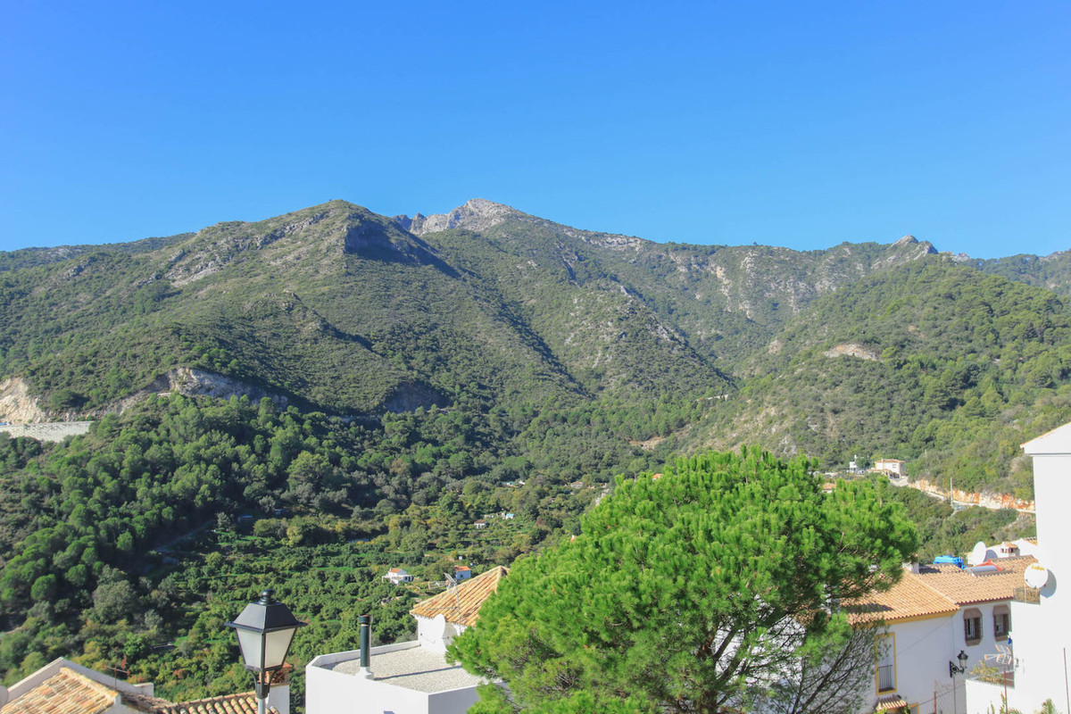 Apartment with a SEA VIEW.   A fantastic opportunity to purchase in one of the most popular villages,Spain
