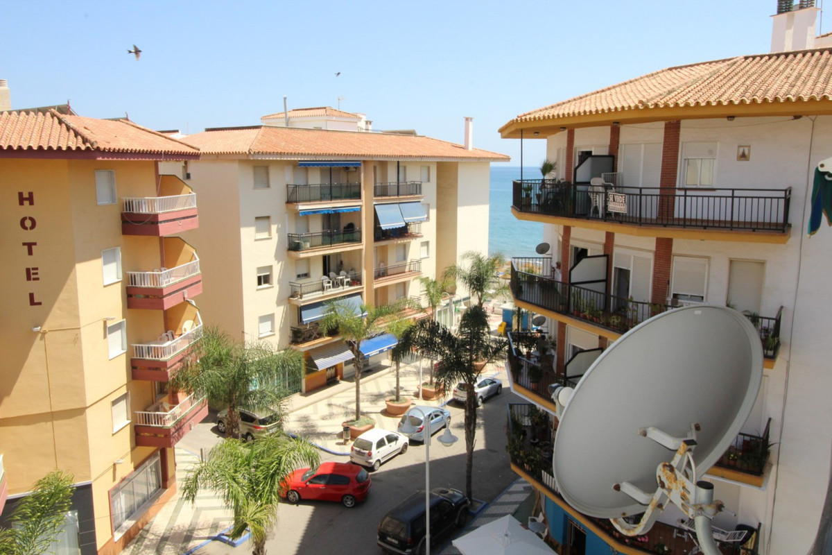 Nice apartment in El Morche with views to the sea and the mountains. The apartment has a living room, Spain