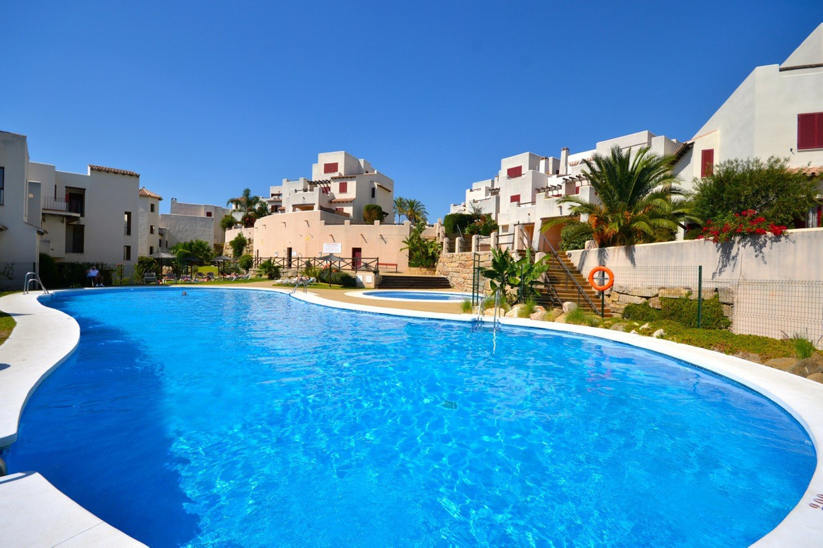 VISITS CAN ONLY BE MADE ON SATURDAYS  This well presented apartment is located in a well maintained ,Spain