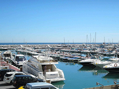 Price  reduction. Lovely and spacious first floor apartment in Puerto Banus, front line, completely ,Spain