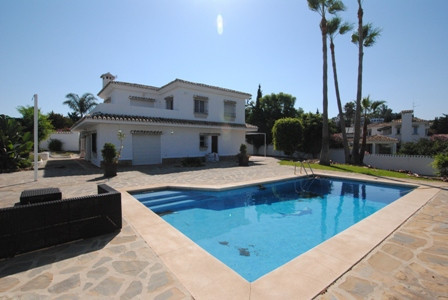 Independant villa on good size plot of 1000 sq mtrs.  Views of La Cala de Mijas and walking distance, Spain