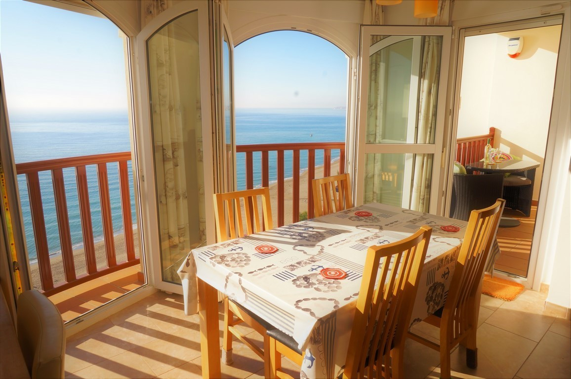 IMMACULATE SEAFRONT APARTMENT WITH SPECTACULAR VIEWS IN PRIME LOCATION! Let us present this fantasti,Spain