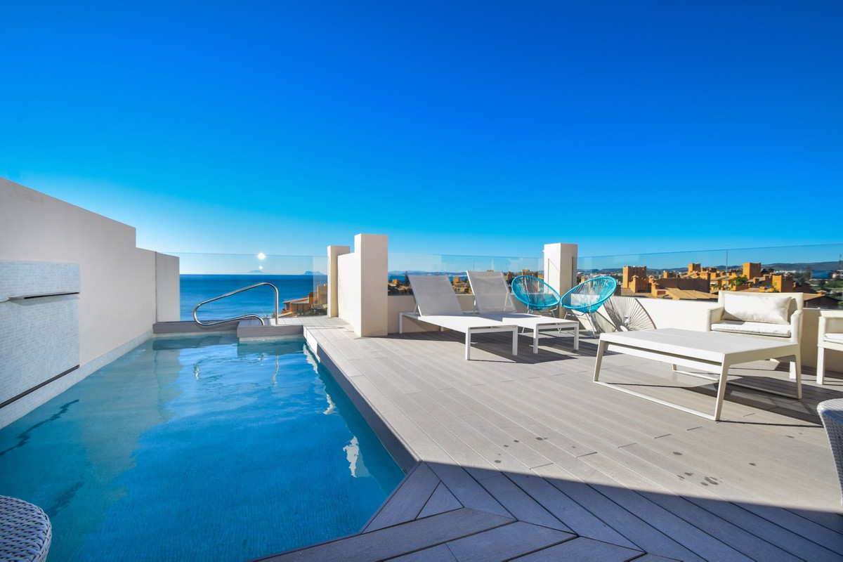 This amazing penthouse is situated in an exclusive 1st line beach development of luxury properties a,Spain